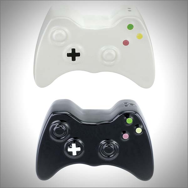 Gamer Salt and Pepper Shakers Set (1 Black and 1 White)